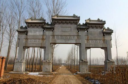 이현친왕릉(怡賢親王陵): 지금은 폐허가 된 윤상(允祥)의 묘